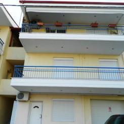 Neue Wohnung mit 90 qm auf der erste Etage in Nea Plagia Chalkidike mit Blick aus Meer