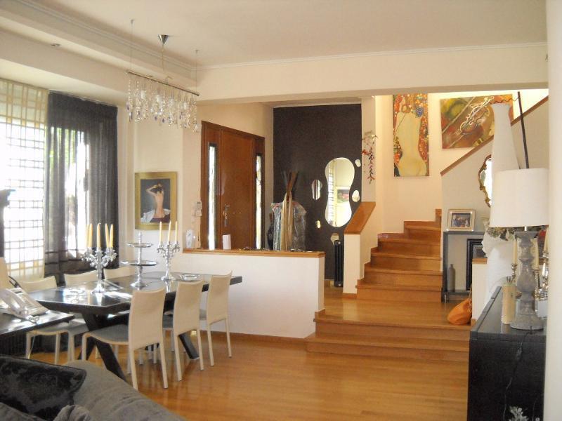 haus villa kaufen in kifisia attika griechenland id23937. Black Bedroom Furniture Sets. Home Design Ideas