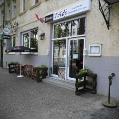 Schickes Restaurant mit kompletter Einrichtung