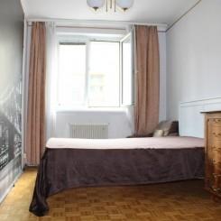 2-Zimmer, zentral begehbar, eingerichtete Küche, sehr gepflegtes Haus, UNI-Nähe. Provisionsfrei.