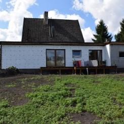 Bauernhaus auf großem Grundstück mit Angelteich