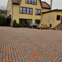 1600 m² für Ausstellung von Möbel oder Lagerung in Polen