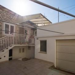 Schönes Haus mit fünf Zimmern in Vela Luka