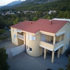 2 Wohnungen, 1 Doppelhaushälfte in Starigrad-Paklenica Kroatien