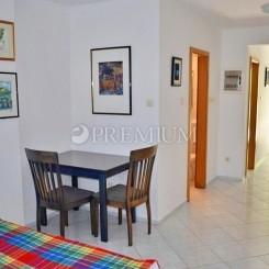 Baska, Verkauf, Reihenhaus mit zwei Ein-Zimmer-Wohnungen und Studio-Apartment in attraktiver Lage!