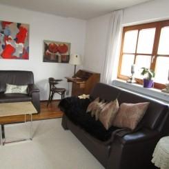 3 1/2 Zimmer komplett Möbliertes  Maisonette Wohnung in Haushälfte.