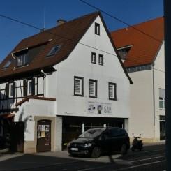 Mehrfamilienhaus mit Ladenfläche