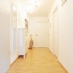 Helle, neuwertige 3-Zimmer-Wohnung mit Balkon und Einbauküche im Europaviertel FFM