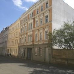 Schönes Mehrfamilienhaus, Kulturdenkmal mit 10 Wohnungen, alle vermietet+ 2 Gewerbeeinheiten 1 vermietet, in Zeitz