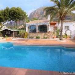 ***Ebenerdige Villa mit 4 Schlafzimmern auf einem sonnigen Grundstück mit separatem Gästeapartment***