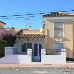 ***Haus mit Ausrichtung nach Osten, in der ruhigen Wohngegend am Strand von El Moncayo gelegen***