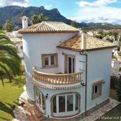 ***Sehr schöne Villa mit Garage und Wintergarten nur ca. 800 Meter vom Meer entfernt.***