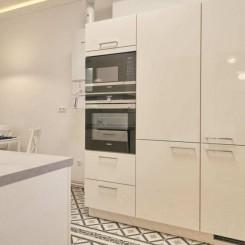 Renovierte Wohnung Einbauküche und Balkon