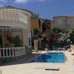 Villa mit Pool, Garten und Meerblick in Kargicak, Alanya