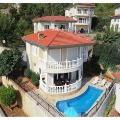 Villa mit privatem Pool, Garten und Meerblick in Bektas, Alanya