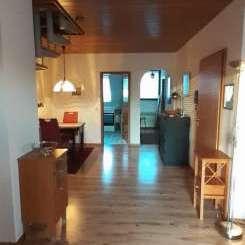 Gepflegte Maisonette-Wohnung mit zwei Zimmern sowie Balkon und EBK in Düsseldorf